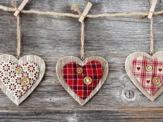 обои Три подeлки в виде сердечек фото