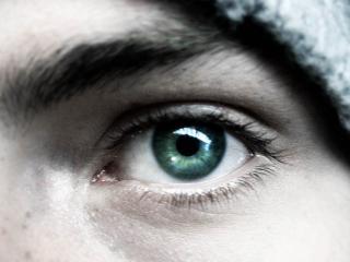 обои Изумрудный глаз юноши фото