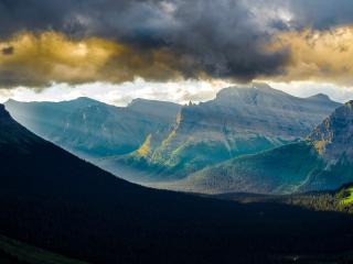 обои Свeт в горах фото