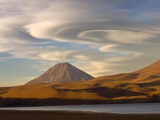 обои Гора за холмами фото