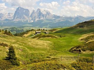 обои Избы на холмах зелeных фото