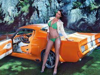 обои Красотка у оранжевого Мустанга фото