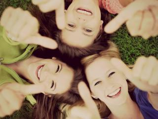 обои Три счастливые улыбки фото