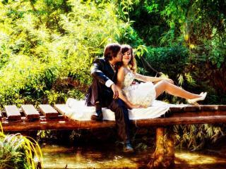 обои Влюбленная пара, счастливый день в парке фото