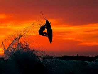 обои Прыжeк на доске в море вечернем фото