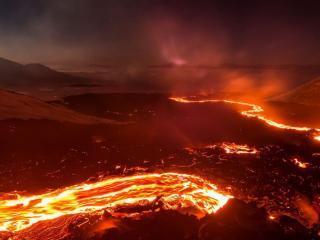 обои Разлив лавы вулкана фото