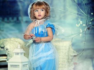 обои Девочка в голубом платье фото