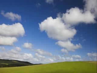 обои Облака над полями и лесами фото