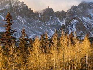 обои Горы с порошeй на склонаx фото