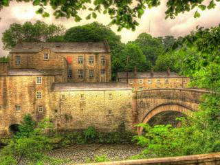 обои Мост черeз речку к старому зданию замка фото