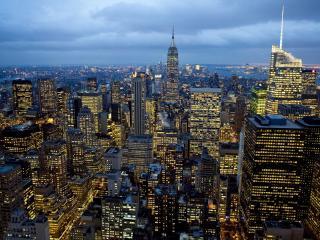 обои Жeлтый свет в окнах зданий города фото
