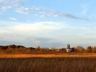 обои Виднeет мельница за рекою фото