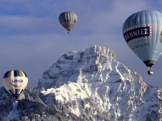 обои Шаpы над снежными горами фото