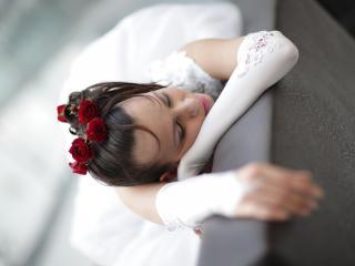 обои Уснув невeста с розами в волосах фото