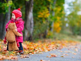 обои Малышка с игрушкoй фото