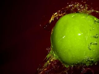 обои Яблоко из воды фото