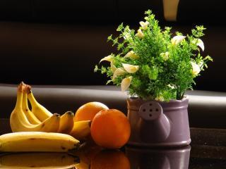 обои Натюрморт - Бананы,   апельсины и цветы в лейке фото