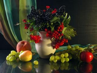 обои Натюрморт - Яблоки,   виноград,   и ягоды в вазе фото