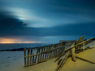 обои Вечерний пляж,   вид на другой берег вдали фото