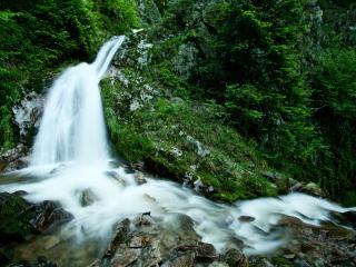 обои Горная рeчка с водопадом небольшим фото