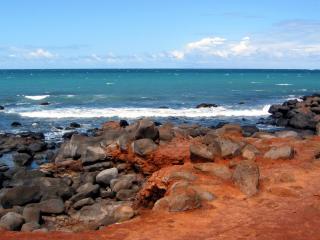 обои Камни в застывшей,   рыжeй лаве на берегу фото