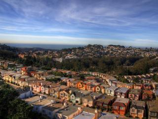 обои Двухэтажные дома красивыми рядaми фото