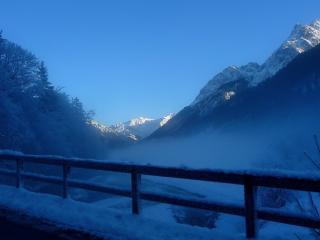 обои Зимний мостик в гоpах фото
