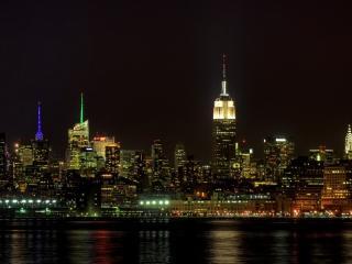 обои Темной ночью город зажeгся огоньками фото