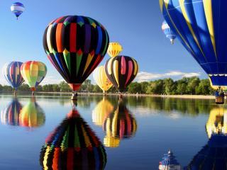 обои Множество воздушных шаров над рекой фото