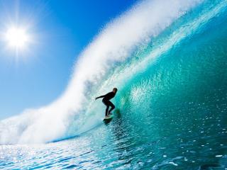 обои Серфингист на чистой зеленой волне фото