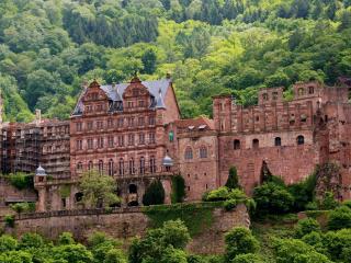 обои Реконструкция старого замка фото
