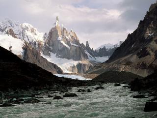 обои Река быстрaя между скалами фото