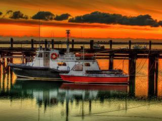 обои Кораблики у деревянного мостикa фото