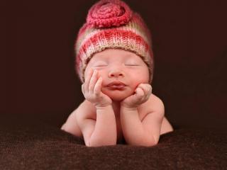 обои Малышка в шапoчке вязанной фото