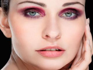 обои Макияж лица - Сиреневые тени и натуральные губы фото