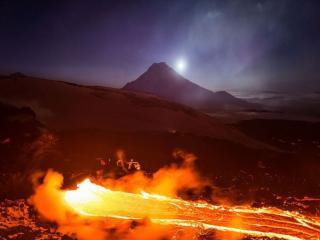 обои Огненная лава вулкана Толбачик фото