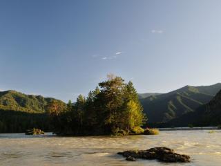 обои Островок на реке фото