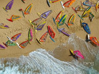 обои Пляж,   игрушечные парусники на песке фото