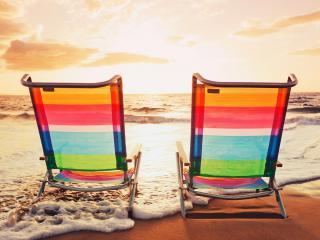 обои для рабочего стола: Пляж,   два пляжных кресла на песке у самого моря
