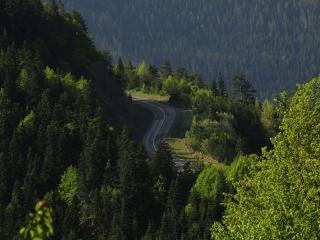 обои для рабочего стола: Шоссе в горах