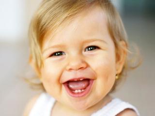 обои Необыкновенное чудо - улыбка ребёнка фото