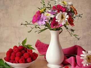 обои Натюрморт - Цветы в вазе,   полотенце и малина фото