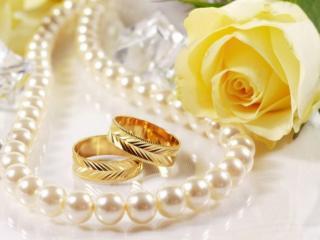 обои Обручальные кольца и жемчуг фото