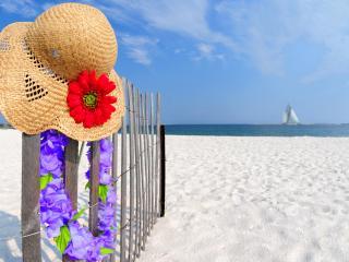 обои Пляж,   белый песок,   шляпка и цветочное украшение фото