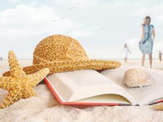 обои Пляж,   книга,   шляпка,   ракушки и морские звезды на песке фото