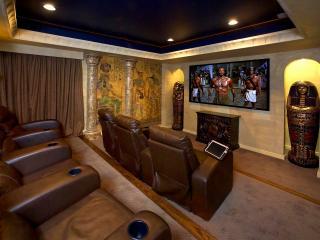 обои Домашний кинотеатр в египетском стиле фото