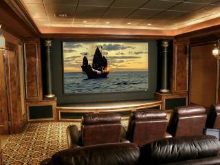 обои Домашний кинотеатр с колоннами фото