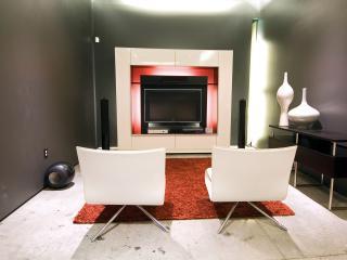 обои Домашний кинотеатр на двоих,   с белыми креслами для просмотра фото