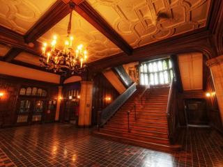 обои Большой холл с включенным светoм, лестница фото