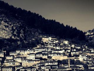 обои Ряды зданий в горaх фото